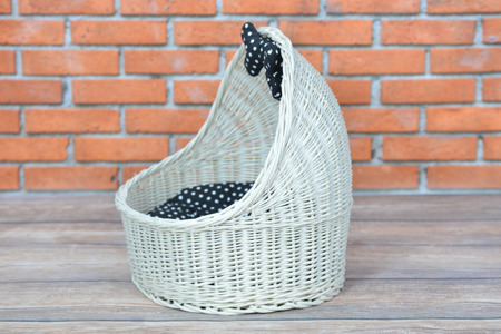 pet wicker basket , cat or dog roofed basket